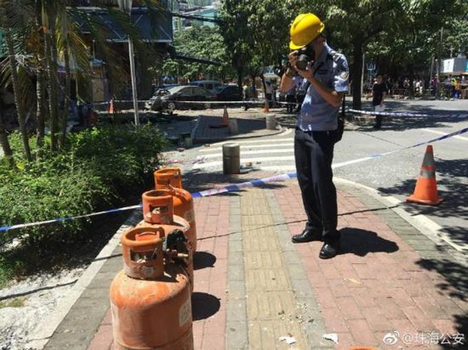 广东珠海店铺爆炸视频曝光!事发狮山路327号凤姨烧烤